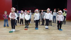 Play Video Petit spectacle Noël 2020 (2) - Cycle 1 Ecole Cragou